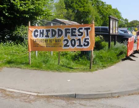 Chiddfest banner  by road