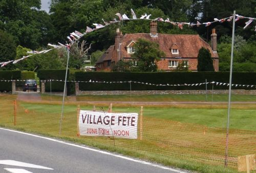 Fete sign on Village green    house at back